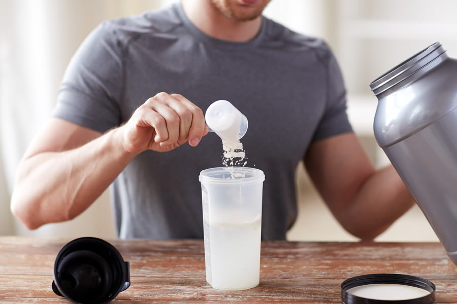 A pre workout supplement drink (Photo: Adobe Stock)